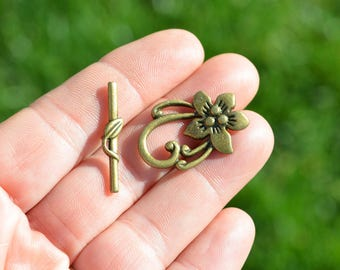 5 Antique Bronze Flower Toggle Clasps  F503