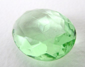 Vintage Glass Rhinestone Peridot Light Green Oval Transparent Glass Jewel 25x18mm rhs0630 (1)