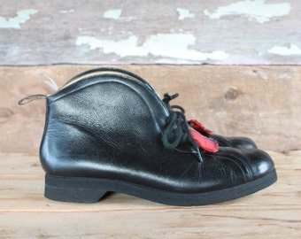 1960s boots | vintage curling boots | black leather fleece lined booties with tartan accents | size 8