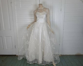 Dainty Flowers Wedding Dress- 1950s / 50s Embroidered- Peter Pan Collar- Sheer Sleeves