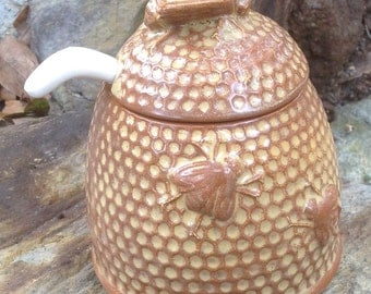 Honey pot, buttered toffee, yellow, honey bee, bee hive, bee skeep, dining, serving, kitchen