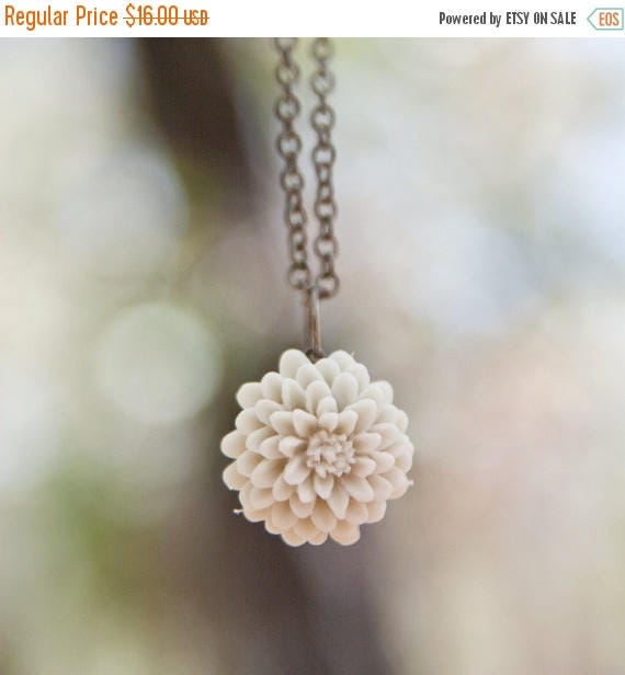 MOTHERS DAY SALE Cream Ivory Chrysanthemum Flower Necklace // Bridesmaid Gifts // Bridal Shower Gifts