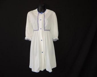 swiss miss robe 70s lorraine white floral peignoir wrapper medium