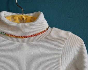 Vintage Girl's 1970s 1980s Ribbed White Turtleneck with Embroidered Trim - Size 2T