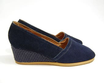 1970s Size 8.5 Navy Blue Wedges - Browsabouts Blue Suede Shoes - Made in USA 70s