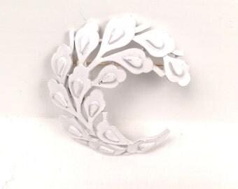 Vintage 1960s White Swirl Brooch