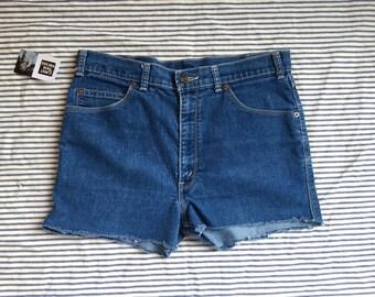 """32"""" Waist / Denim Cut Offs / Levi's Blue Tab Denim Shorts / High Waisted White Denim Hot Pants / Casual Whites / Jean Shorts / 1970's"""