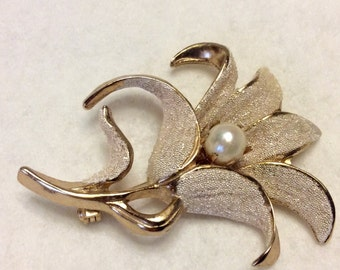Vintage Kramer crumb beads and faux pearl flower brooch pin. Free ship to US