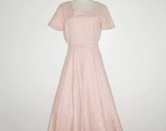 Vintage 1950s Dress / 50s Lace Dress / 50s Peach Pink Apricot Dress / 50s Lace Dress With Rhinestone & Pearls Styled By WELL-MADE - M, L