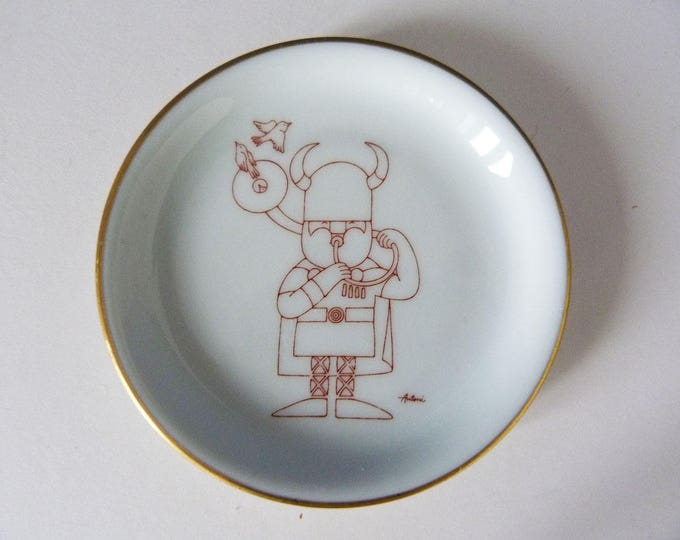 Bing grondahl Royal Copenhagen Danish little wall plate  designed by Ib Antoni