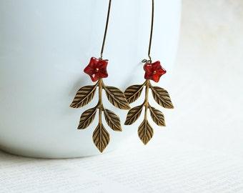 Fall Leaves Earrings. antique brass leaves earrings. leaf earrings. fall autumn harvest earrings. woodland jewelry. vintage style earrings