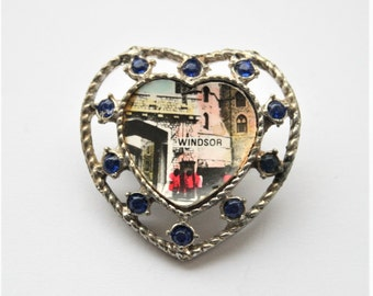 Vintage heart brooch. Souvenir of Windsor Castle, England.  Vintage jewellery.
