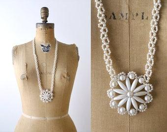 1970's Boho White Beaded Starflower Necklace