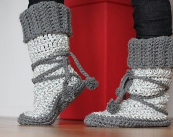 Slipper Boot with PomPom