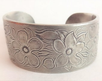 February Flower of the Month Bracelet by Salisbury Pewter