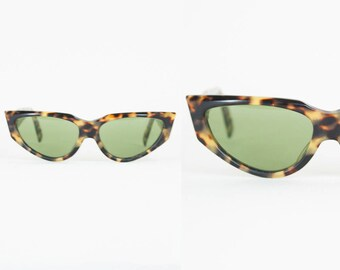 Vintage 80s Ray Ban Sunglasses / 1980s Rayban Onyx Tortoise Shell Cat Eye Sunglasses