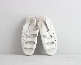 White Velcro Sandals . 90s Chunky Sandals . Womens White Leather Sandals