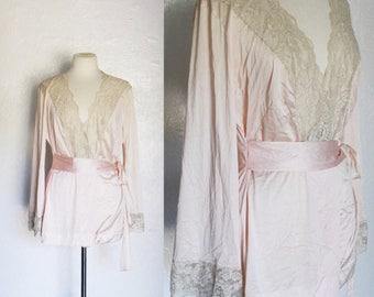 FREE SHIPPING//Vintage  blush pink champagne lace robe