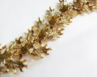 Vintage Leaf Bracelet Gold tone 3D links Beautiful Oak leaf details Chunky Fashion Statement