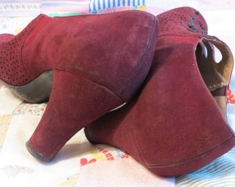 Vintage 1930s Women's Spectator Suede Heels, Pumps, Burgundy Maroon Oxblood Wine Red Shoes size 6 or 7
