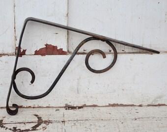 Vintage Wrought Iron Shelf Bracket Hook Scroll Design Shabby Rusty Patina Metal Shelf Support Plant Hanger Garden Decor