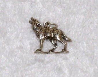 Vintage Howling Wolf Charm, Authentic RIO GRANDE Sterling 3-D Pendant / 3.6 Grams, Free US Shipping