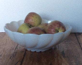 Vintage Hazel Atlas Platonite Swirl Serving Bowl / Milk Glass Swirl Bowl / White Bowl / Chip Bowl