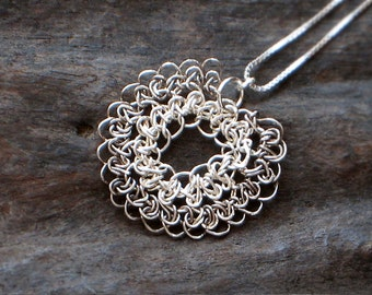 Sterling SILVER Crochet Wire FLOWER PENDANT & Necklace, Crochet Silver Wire Charm [Collier Fleur fil d'Argent—Colgante Flor ganchillo plata]