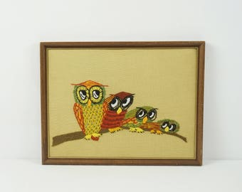 Vintage owl yarn picture / Vintage crewel wall hanging / Retro wall art / Vintage yarn art / Fiber art