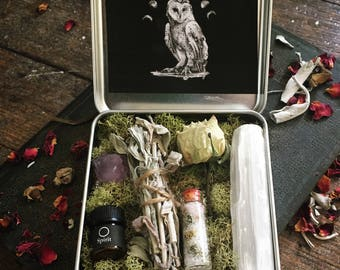 Divination Travel Altar Kit ~ Tiny Pocket Tin ~ Anointing Oil, Smudge, Selenite Stick Amethyst Crystal, Herb Salt ~ Ritual Spell Kit Psychic