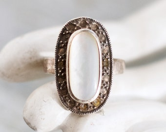 Mother of Pearl Gothic Ring - Sterling Silver Vintage Ring - Size 9