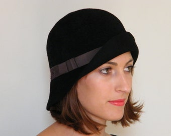 Black wool cloche / Downton Abbey winter hat / 20s elegant fur felt hat / warm black winter hat , ooak hat