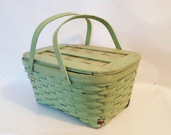 Vintage Wicker Picnic Basket Large Apple Green Covered Basket Wood Handled Lunch Basket Beach Park Picnic Lunch Wicker Storage Basket
