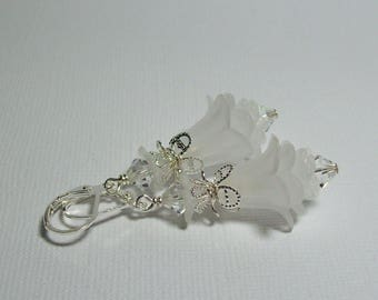 Bride's White Flower Earrings. Vintage Inspired Lucite with Swarovski Crystals. White Wedding. White Flowers. White Earrings.