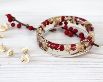 Flower Bracelet - Epoxy resin bracelet - Real flower Bracelet - Red berries and White flowers