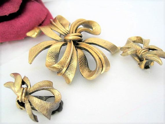 Tortolani Brooch Earrings -  Antique Gold Tone - Bow Brooch and Earrings - Mid Century Style