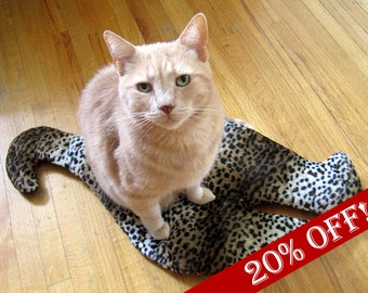 Handmade Stylish Cat Butt crinkly mat for cats. One-of-a-kind