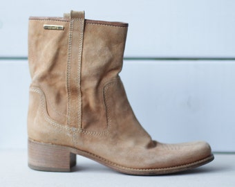 VIC MATIE Vintage beige suede leather cowboy style low heel women ankle boots booties Size 36 US 6