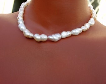 Pearl Necklace expressive necklace of large pearls currently salmon best quality white