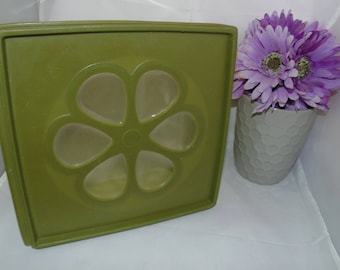 Vintage RUBBERMAID J-3204 Green  daisy 4 qt Covered Storage Container square flower