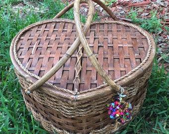 Vintage Heart Shape Wicker Rattan Picnic Wedding Shower Basket Wagoneer Accessory