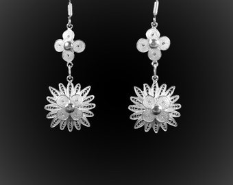 Arctic earrings in silver embroidery