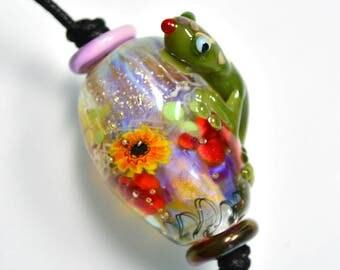 Lampwork beads, glass bead Gecko with sunflower - artist bead Focal design by Kokopella
