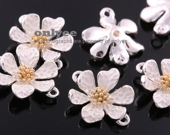 4Pcs -16mmX13mm Silver Plated over Brass Daisy with Ivory Enamel Conncetor-Ivory(K6430S)