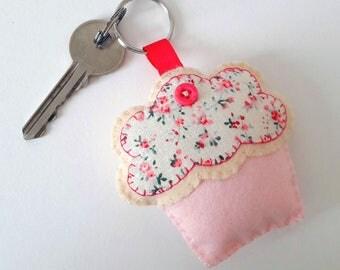cupcake keyring/felt cupcake keyring/pink cupcake/felt cupcake/cupcake gifts/new home gifts/pink gifts/gifts for her/felt food/food keyrings