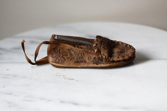 1950s leather change purse  // 1950s leather shoe wallet // vintage wallet
