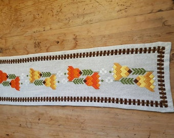 Beautiful floral embroidered linen tablerunner from Sweden
