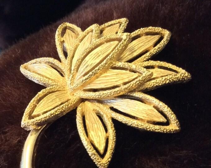 Vintage Avon pin, Avon brooch, VIntage Avon leaf pin, Golden leaf Avon brooch, beautiful Avon brooch, vintage brooch, vintage pin