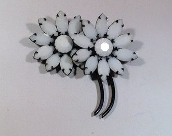 White Wedding Flower Brooch
