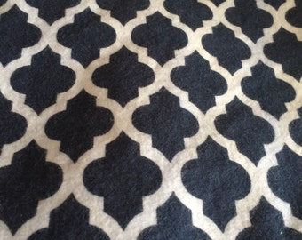 A  navy and white lattice print fitted crib /toddler sheet